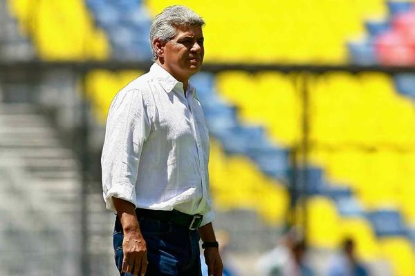 Resultado de imagen para ex jugador de futbolLuis Flores