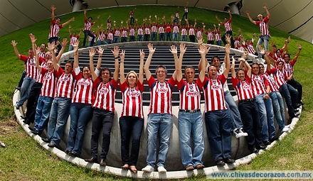 Las polémicas fotos oficiales de Chivas en la era Vergara - Medio Tiempo.com