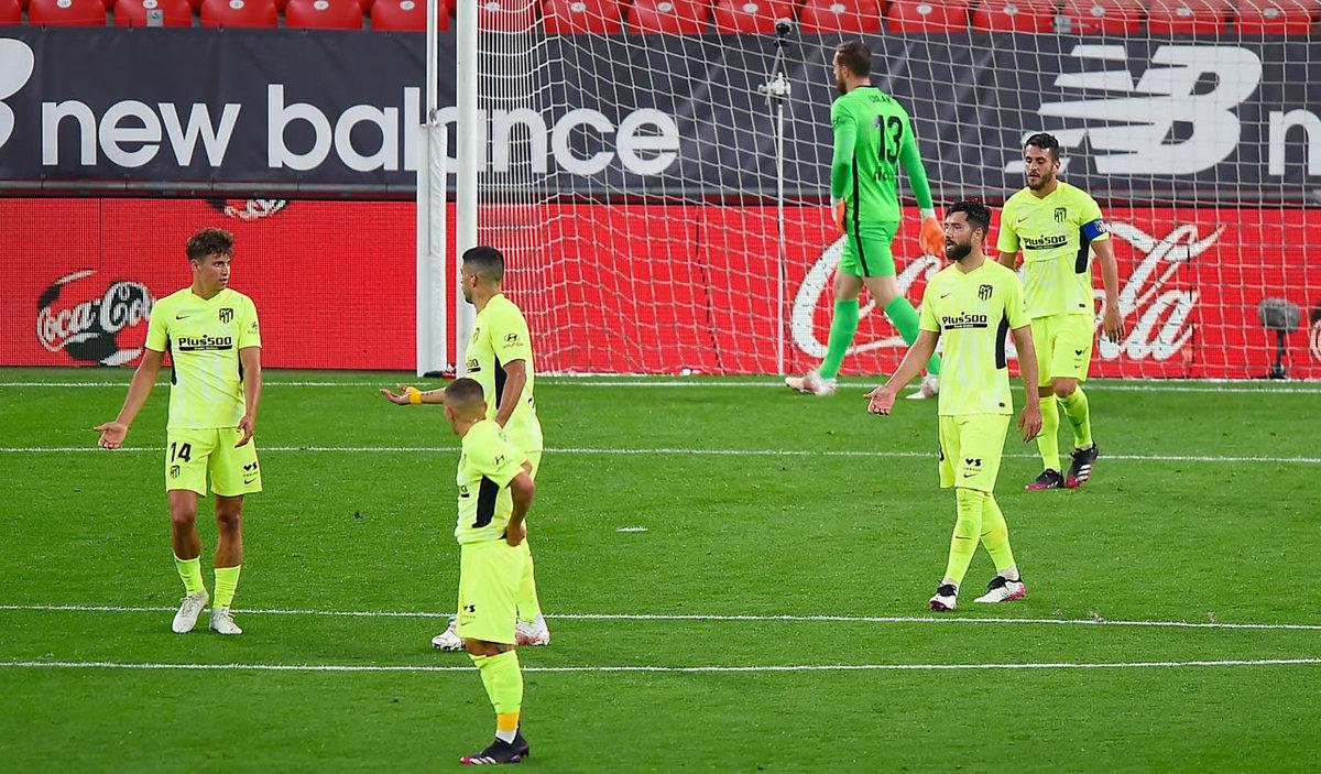 Derrota del Atlético en Bilbao que deja el título muy abierto con Barça, Madrid y Sevilla a la expectativa.