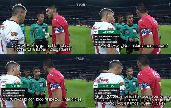 Jesús Corona y el árbitro en tenso diálogo en el Azteca. (Imágenes de TUDN)