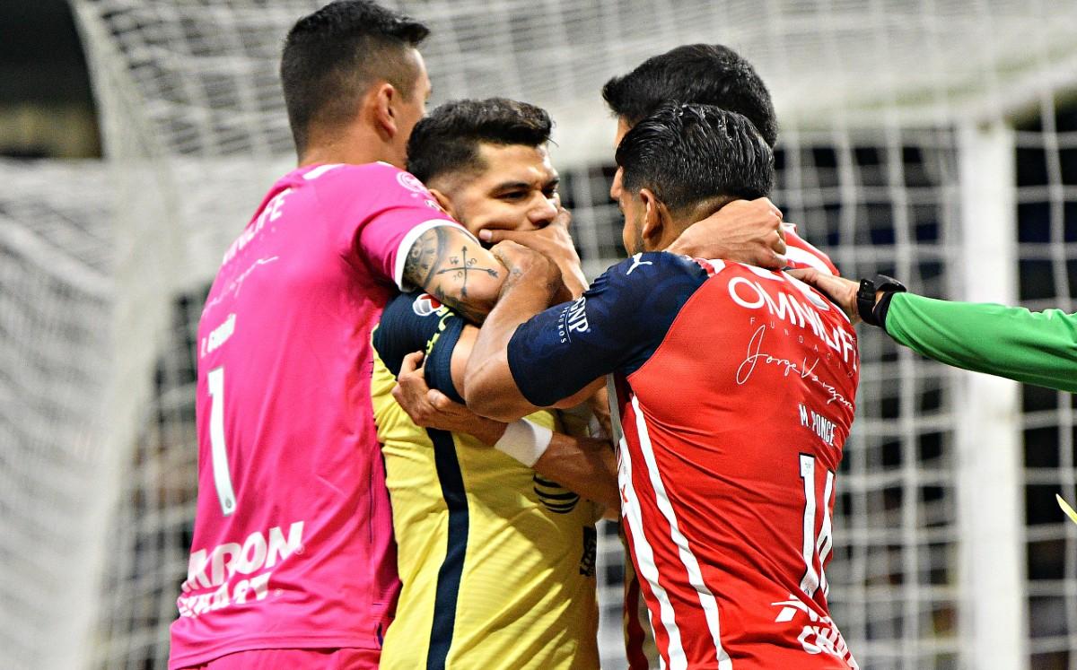 ¡Sin sanción de por medio, jugadores de Chivas se burlan de agresión a Henry Martín!
