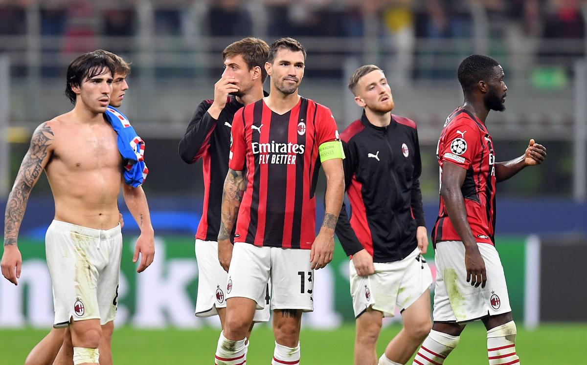 Italia 'llora' el 'robo al Milan' y la molestia de Capello con el arbitraje