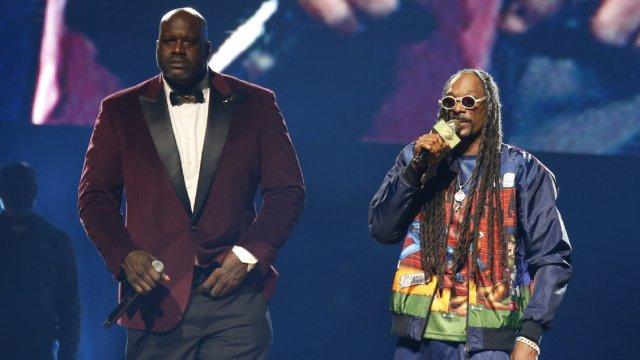 ¿Hubo porro? Snoop Dogg y Shaquille O'Neal se echan un 'palomazo'
