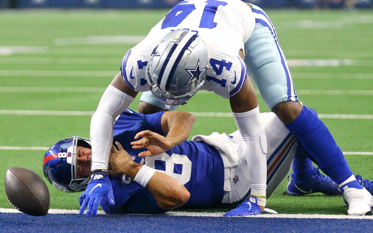 Dramática conmoción en el Cowboys-Giants; Daniel Jones quedó 'como Bambi'